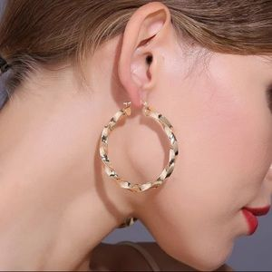 Jewelry - NWOT twisted gold hoop earrings